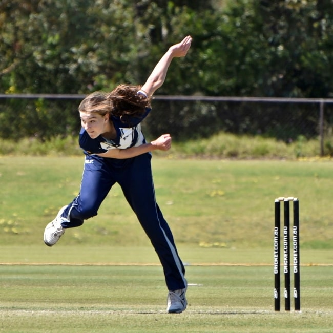 Annabel Sutherland bowling for the Victoria Women cricket team during a WNCL clash against the South Australian Scorpions at Murdoch University Sports Oval in Perth in September 2018