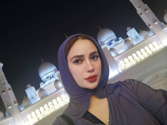 Arci Muñoz as seen while taking a selfie at Sheikh Zayed Mosque in Abu Dhabi, United Arab Emirates in November 2019