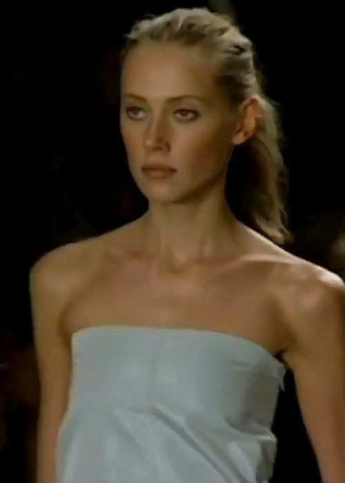 Colette Pechekhonova showcasing the Calvin Klein Spring 2001 collection