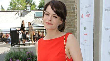 Emily Hampshire Height, Weight, Age, Body Statistics