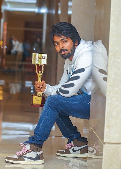 G. V. Prakash Kumar showing his Provoke Magazine's Best Actor Award Trophy which he won for Sarvam Thaalamayam in 2019