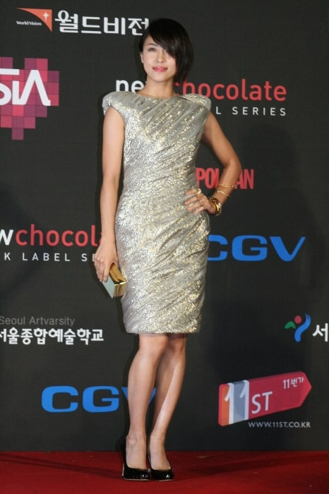 Ha Ji-won as seen while posing for the camera in November 2009