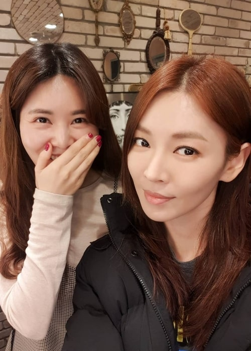 Kim So-yeon (Right) as seen while taking a selfie in April 2019