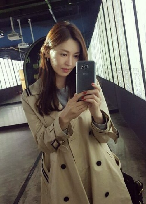 Kim So-yeon as seen while taking a mirror selfie in March 2017