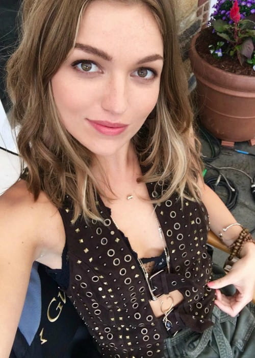 Lili Simmons in a selfie as seen in October 2018