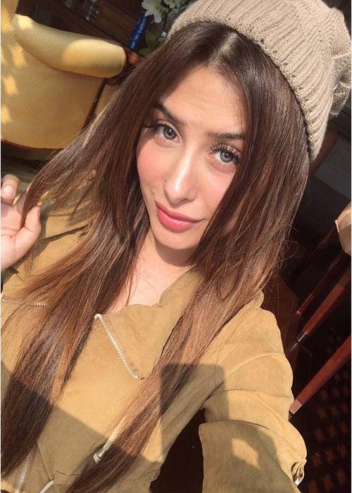 Mahira Sharma taking a selfie in January 2019