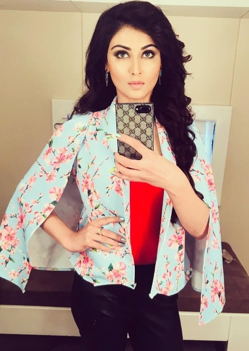 Nikita Sharma showing the look she has in her video album Tere Yaar in October 2018