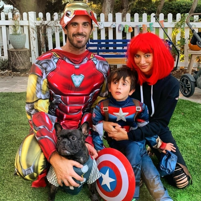 Noureen DeWulf as seen in a picture taken on the day of Halloween with her husband Ryan Miller, son Bodhi Ryan, and their dog in November 2019
