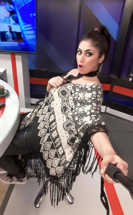 Qandeel Baloch taking a selfie