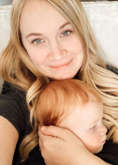 Rachelle Swannie with her daughter, as seen in Novemeber 2019
