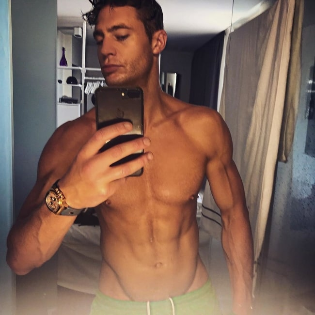 Scotty T as seen while clicking a shirtless mirror selfie flaunting his toned physique in August 2019