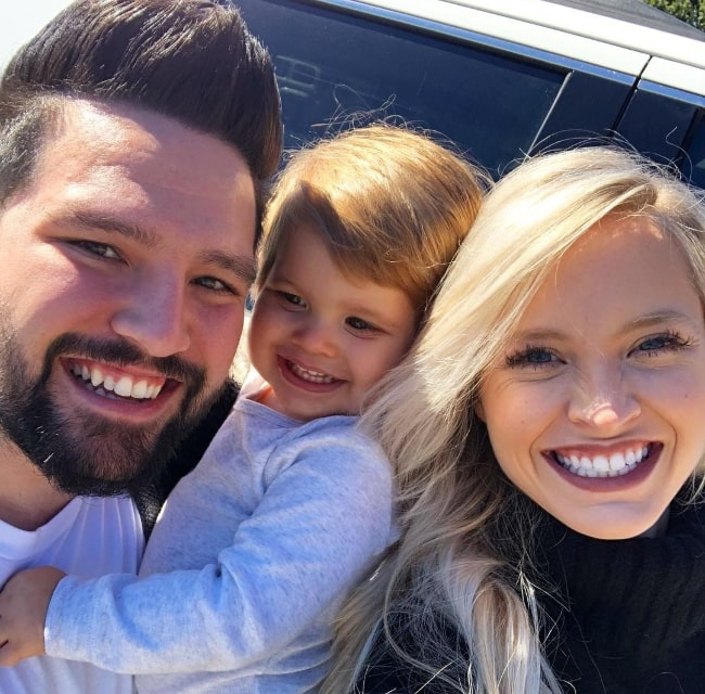 Shay Mooney smiling in a selfie alongside his family in October 2018
