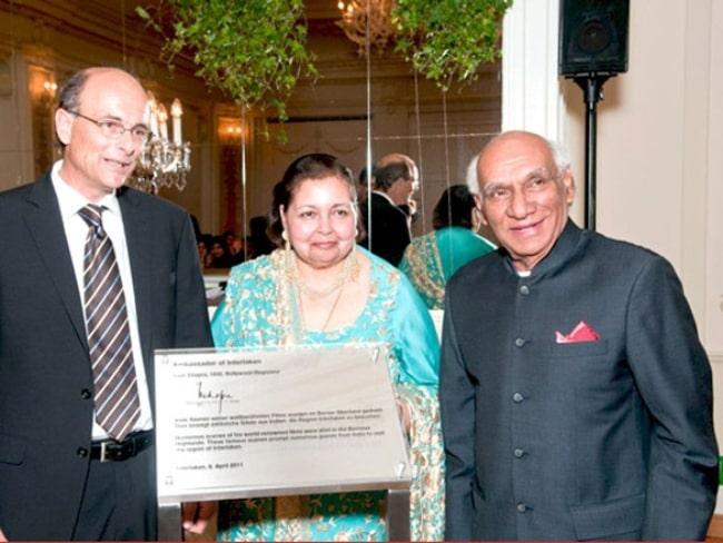 Yash Chopra as seen while receiving the title 'Ambassador of Interlaken (2011)', with his wife Pamela Chopra, in 2011