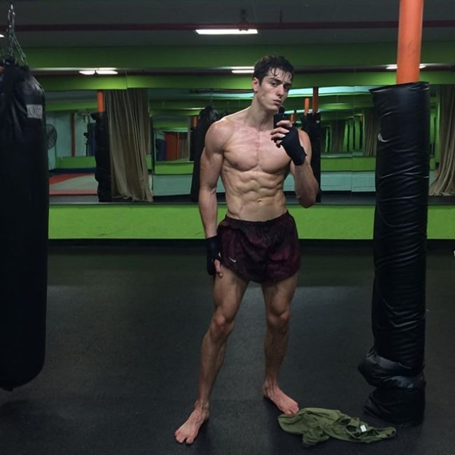 Andrés Sanjuan as seen in a selfie taken while at the gym on July 23, 2015