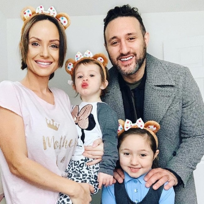 Antony Costa with his whole family as seen in November 2019