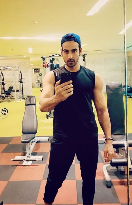 Arhaan Khan encouraging his fans to be strong while sharing his selfie in June 2019