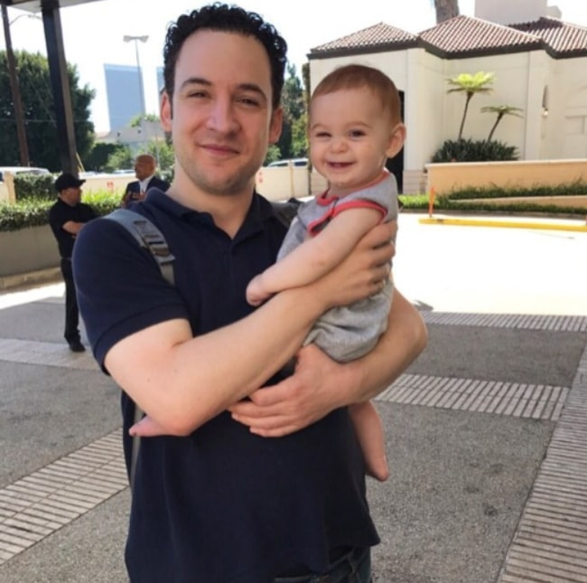 Ben Savage sparing a moment for a photo while on his most important lunch date with his niece in September 2017