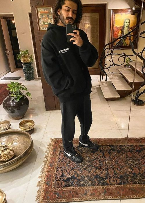 Harshvardhan taking a selfie in March 2020