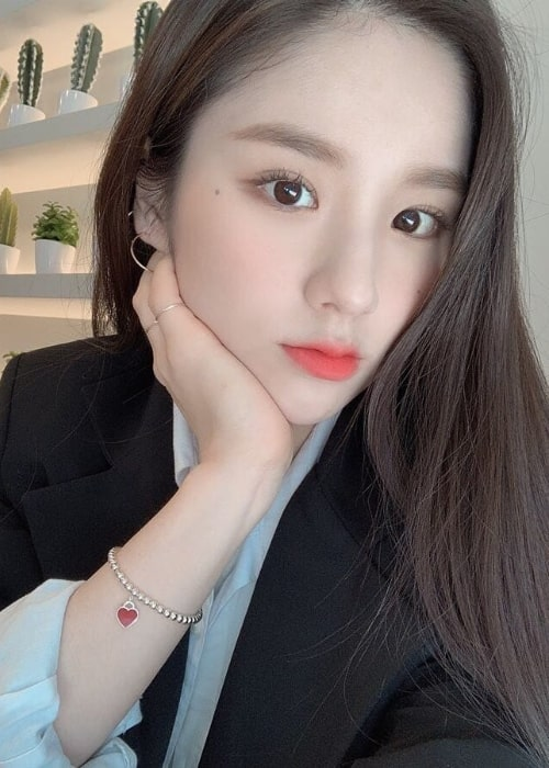 Jeon Hee-jin as seen while taking a selfie in December 2019