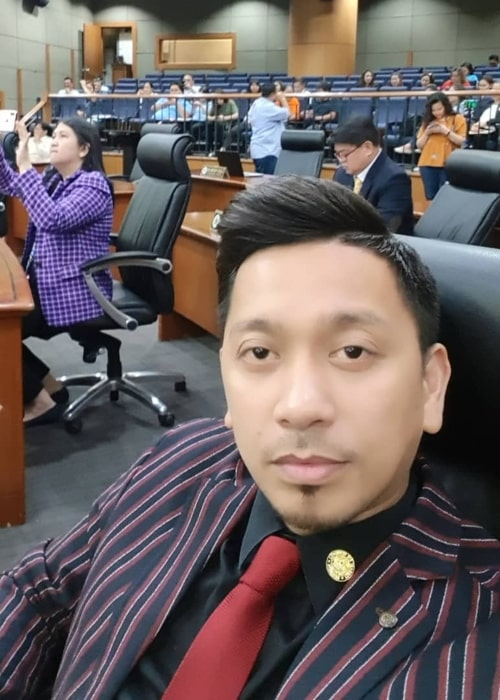 Jhong Hilario as seen in a selfie taken at the Makai City Hall in October 2019