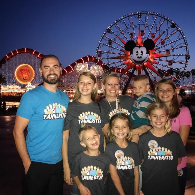Lizzy Tannerites as seen in a picture taken Disneyland with her father Johnny, mother Sarah, and older and younger siblings in October 2018