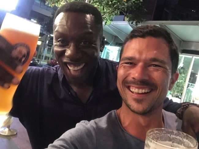 Luke Arnold as seen while taking a selfie along with Hakeem Kae-kazim in January 2019