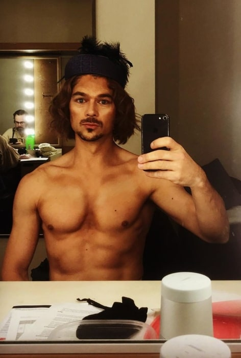 Luke Arnold as seen while taking a shirtless mirror selfie in September 2019