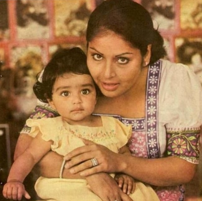 Rakhee Gulzar with her daughter in the past