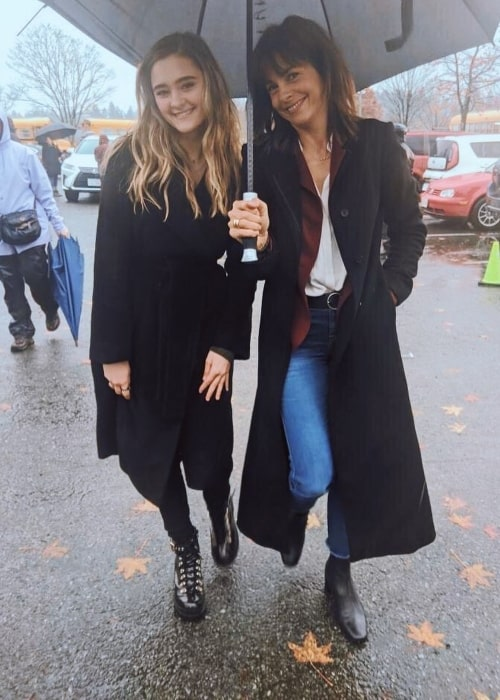 Stéphanie Szostak (Right) as seen while posing for a picture alongside Lizzy Greene in November 2019