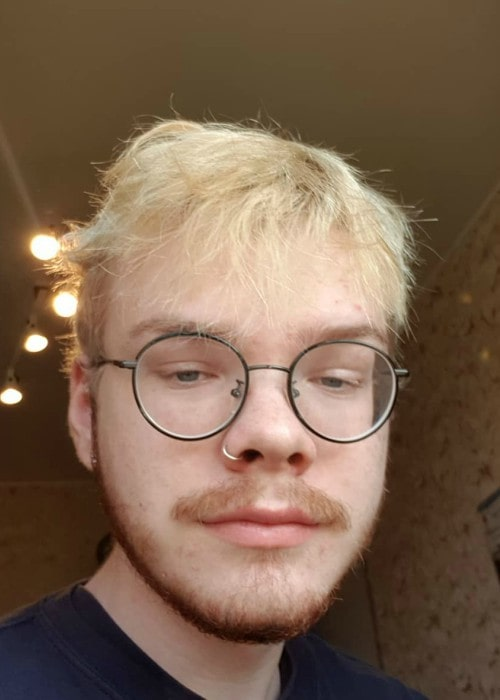 Aksually in an Instagram selfie as seen in September 2019