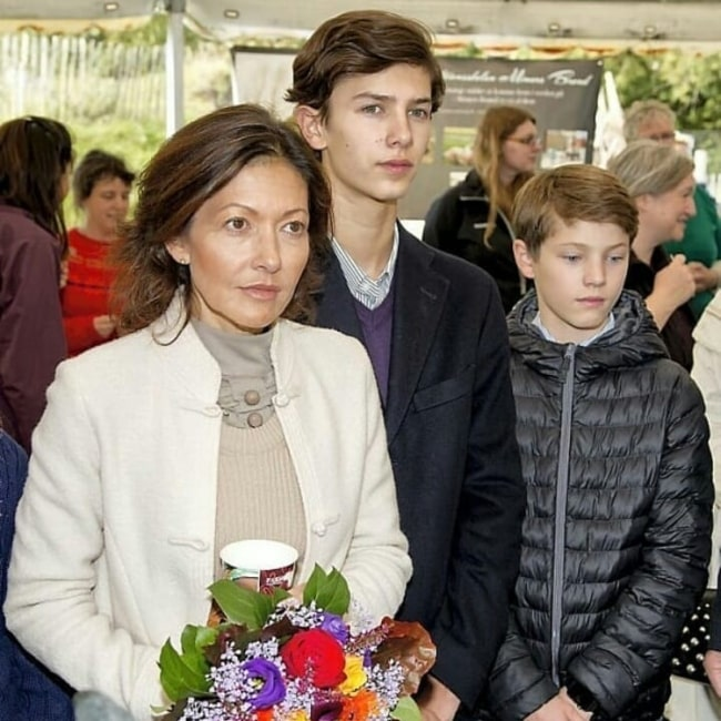 Alexandra, Countess of Frederiksborg as seen in a picture with her sons Prince Felix of Denmark and Prince Nikolai of Denmark