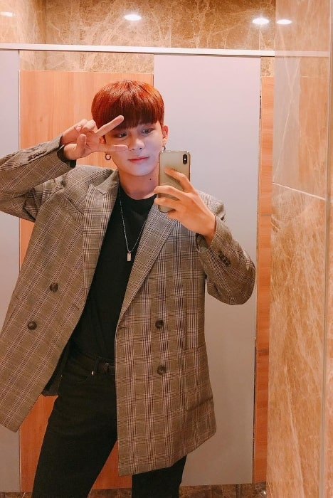 Choi Jong-ho as seen while taking a mirror selfie in February 2019