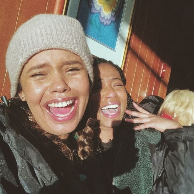 Grace Saif (Right) smiling in a selfie along with Alisha Boe