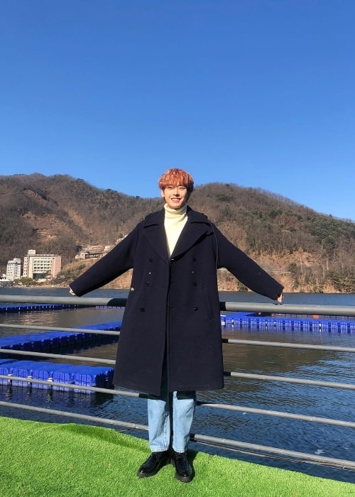 Inseong as seen while posing for a picture in February 2020
