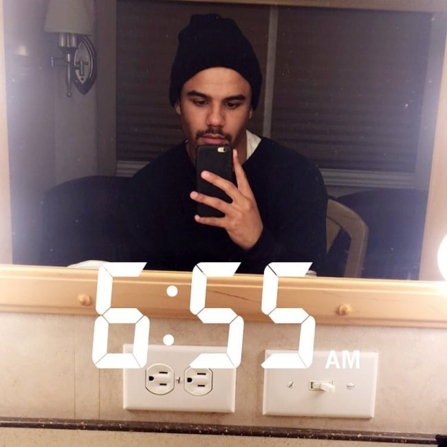 Jacob Artist sharing his candid selfie in December 2016