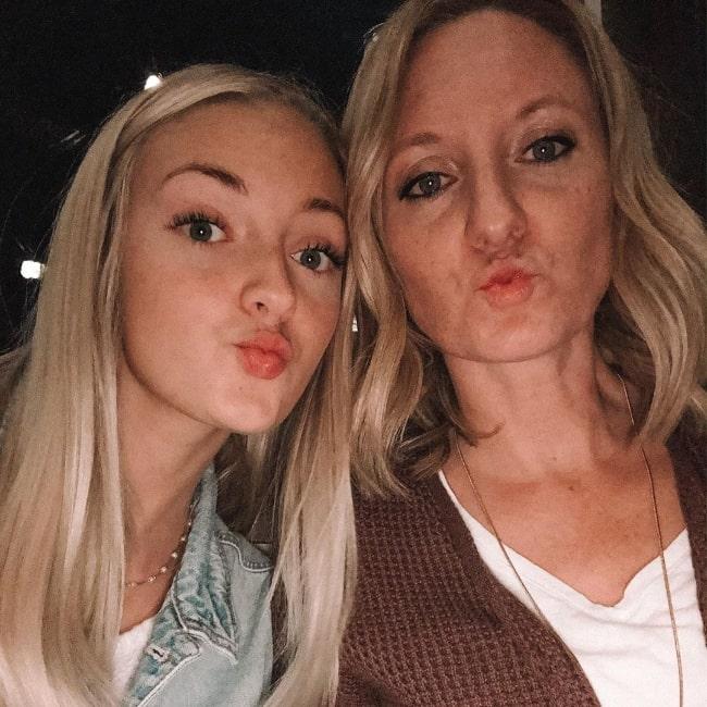 Jaidyn Lynzee (Left) pouting for a selfie alongside her mother Rachel Andersen in January 2020