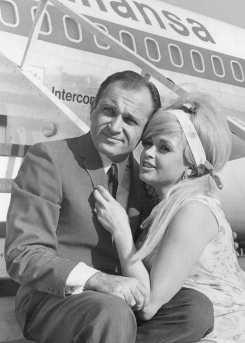 Jayne Mansfield and her lawyer-boyfriend Sam Brody posing for a photo before a trip to Frankfurt am Main, Germany in 1967