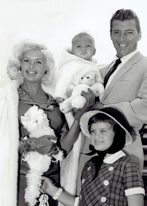 Jayne Mansfield as seen while posing for a picture along with Hargitay and children in London in 1959