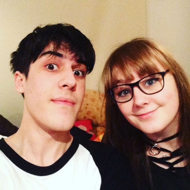 Jentplays as seen in a picture taken with his rumored girlfriend YouTuber Samantha Strange in July 2017