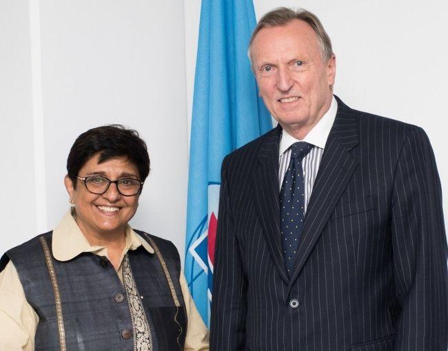 Kiran Bedi posing with Malcolm Johnson in Geneva in 2016