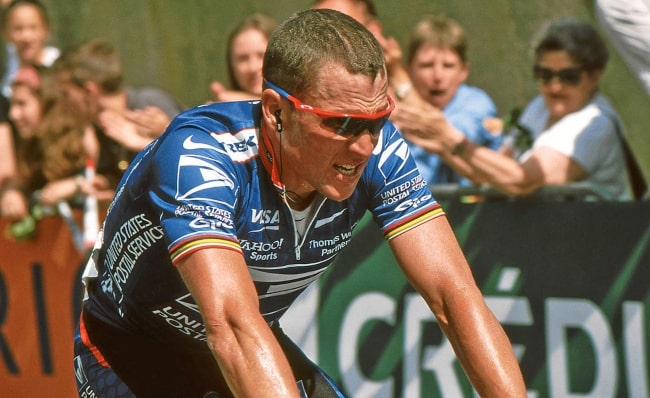 Lance Armstrong in a cycling race in 2002