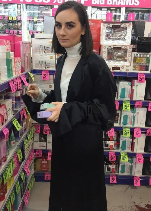 Meg Mac as senn in an Instagram Post in October 2017