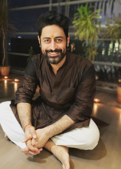 Mohit Raina in his house during diwali celebrations in 2019