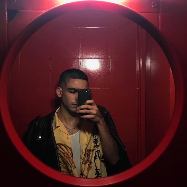 Omar Ayuso as seen while taking a mirror selfie in October 2018