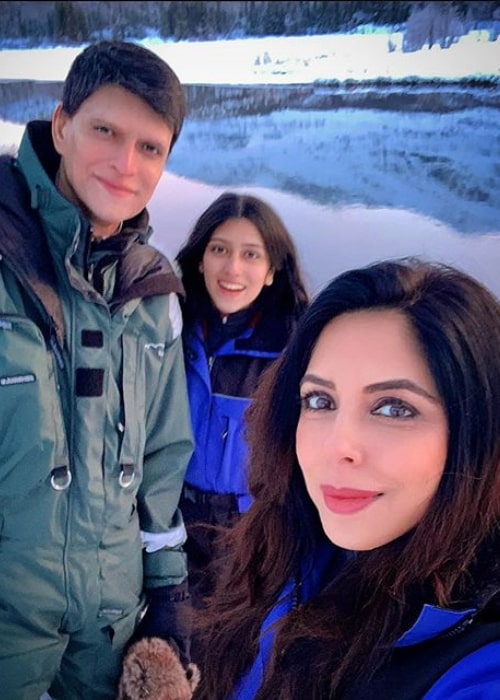 Raymon Kakar with her family on a vaccation in 2019