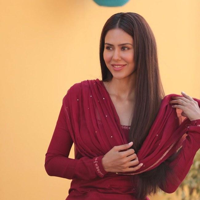 Sonam Bajwa wearing an indian attire in 2020