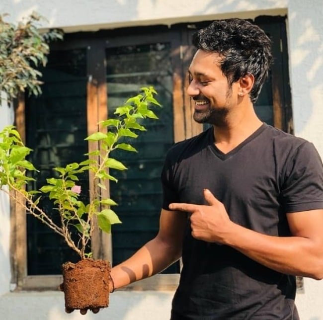 Varun Sandesh happily participating in the Go Green India challenge in November 2019