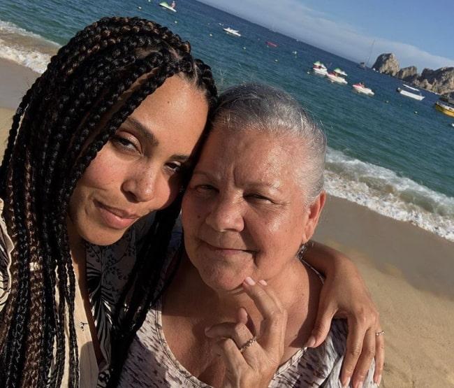 Amirah Vann taking a selfie alongside her mother