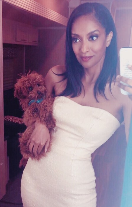 Azie Tesfai as seen while clicking a mirror selfie along with the pup named George in Vancouver, British Columbia in July 2019