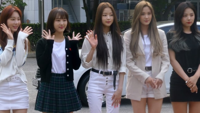 BVNDIT members Seungeun, Simyeong, Jungwoo, Songhee, Yiyeon going to a Music Bank recording on May 31, 2019
